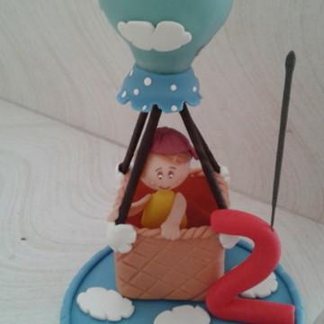 Topo de bolo menino balão