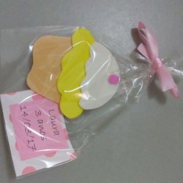 Cupcake em e.v.a. com iman e tag