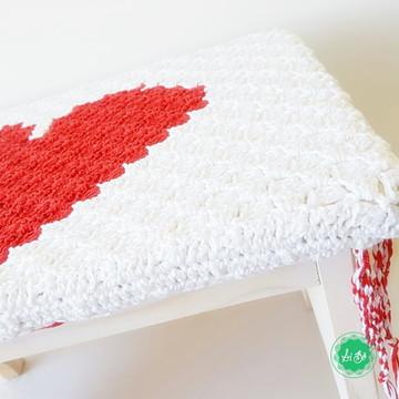 Banquinho banqueta de madeira com crochê