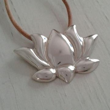 Pingente flor de lótus