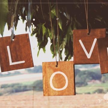 4 Placas Rústicas Para Pendurar em Casamentos LOVE