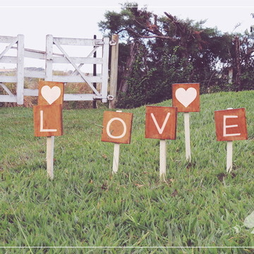 6 Placas Rústicas Com Estaca Para Casamentos LOVE