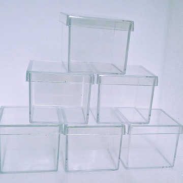 30 Caixinha Acrílica 5x5x4,3 Transparente Para lembrancinhas