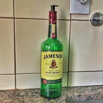 Saboneteira de garrafa Jameson - Válvula Preta