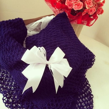 Xale de tricô para bebê feito a mão