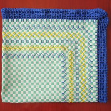 Toalha de Mesa Bordada c/ Crochê (0,72x0,66m)
