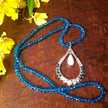 Colar de cristal azul com pingente