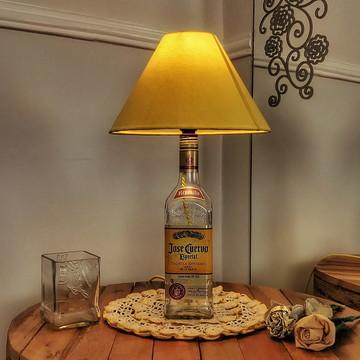 Abajur de garrafa Jose Cuervo