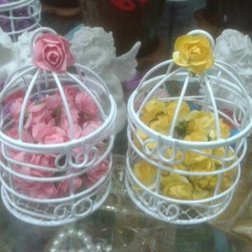 Mini gaiola decorada com flor