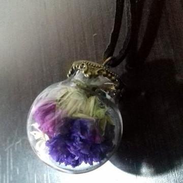 Cordão garrafa de vidro com flor seca
