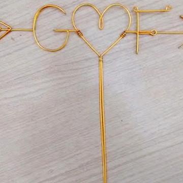 Topo de Bolo Dourado Iniciais/Flecha