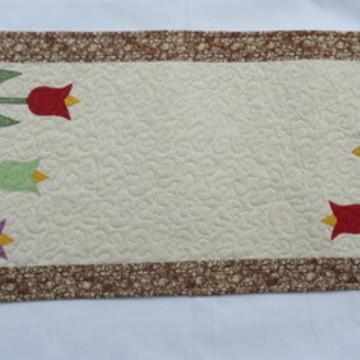 Caminho de mesa patchaplique tulipa 4-17