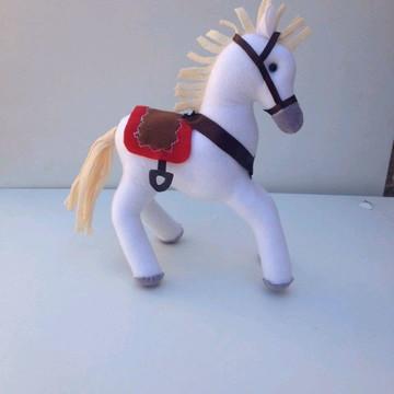 Cavalo branco do príncipe conto de fadas