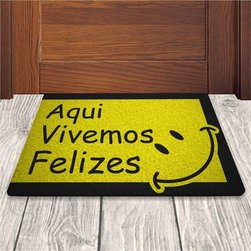 Tapete Capacho Aqui Vivemos Felizes - Amarelo - 60x40cm