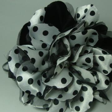Tiara com Flor Branca e Poa preto