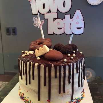 Topo de bolo com nome e decoracao