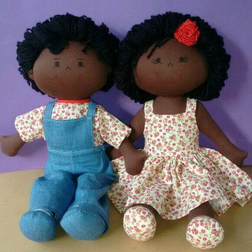 Casal bonecos de pano negros