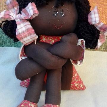 Boneca de tecido pernuda negra