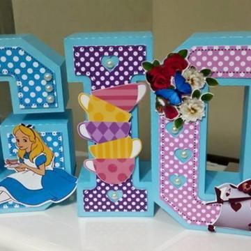 Letra caixa Alice no pais das maravilhas