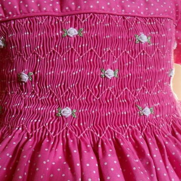 vestido rosa de poá
