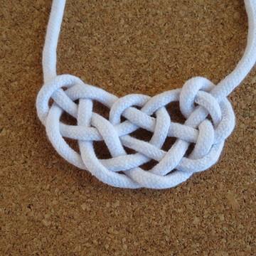 Colar de fio de algodão