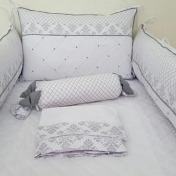 Kit Berço branco e cinza floral e triang