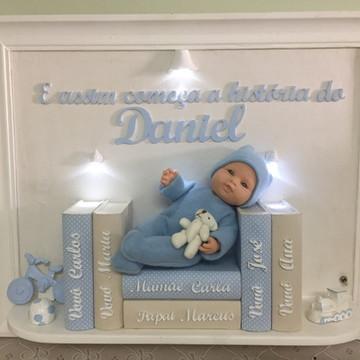 Quadro Bebê com Livros Ilumindado