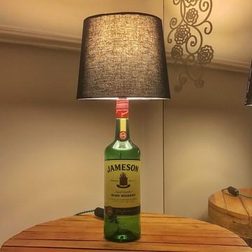 Abajur de garrafa Jameson