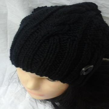 Touca ou Gorro tricotado à mão com Fio de lã
