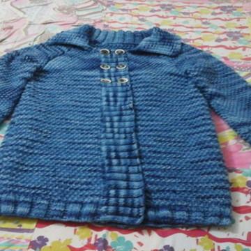Casaco Comprido de fio de Lã Azul tricotado à mão