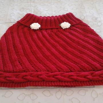 Pelerines ou ponche em fio de lã tricotado à mão