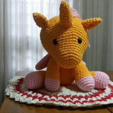 Amigurumi Unicórnio de Crochê Amarelo
