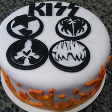 Bolo pasta americana Kiss