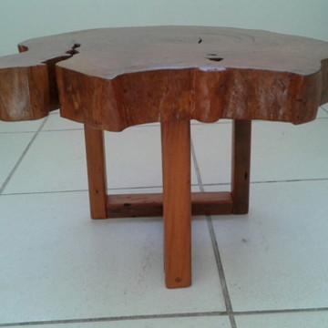 mesa lateral em madeira organica