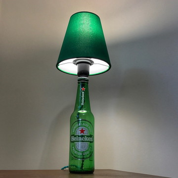 Abajurzinho de garrafa Heineken