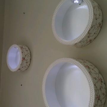 Trio de nichos com iluminação