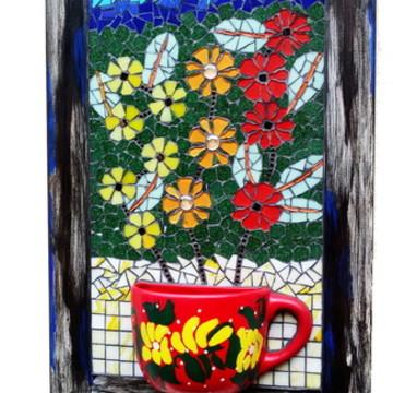 Mosaico em quadro com vaso de xícara