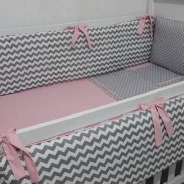 Kit protetor berço chevron rosa bebe
