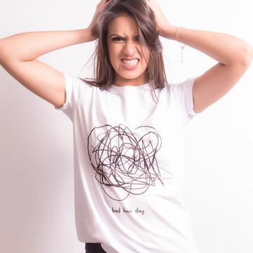 T-shirt: Camiseta Feminina Bordada Hair