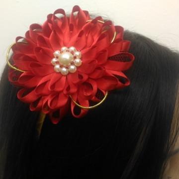Tiara flor vermelha de fita em cetim- V1