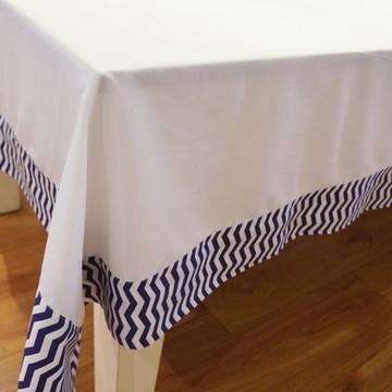 Toalha de mesa quadrada com barrado de chevron