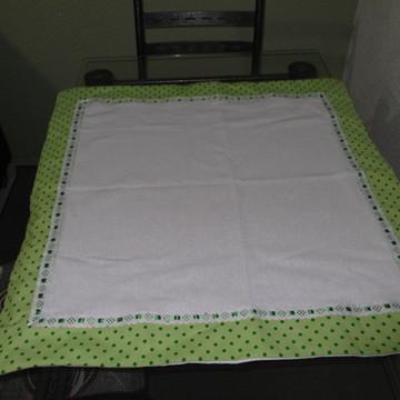 Toalha de mesa poá verde .
