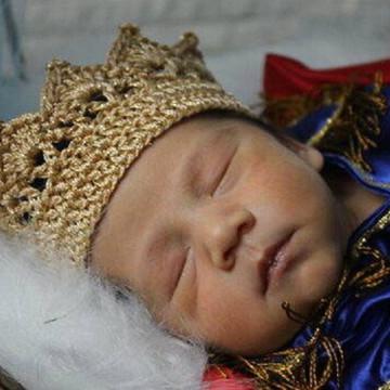 Coroa em Crochê Dourada
