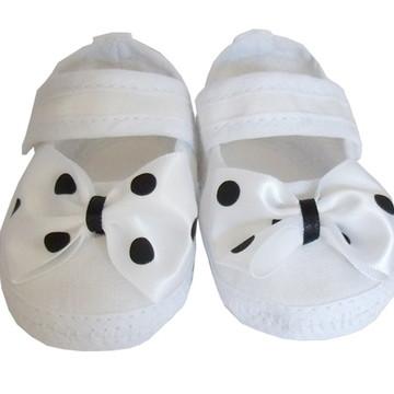 Sapatinho Bebê Branco e Preto Bolinha