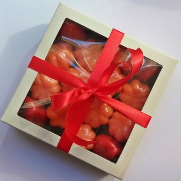 Caixa com sabonetes de frutas