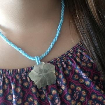 Colar De Miçangas Azul Com Flor De Madre