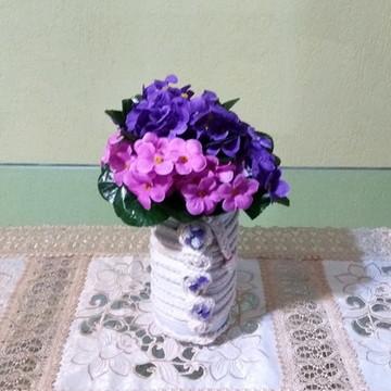 Vaso garrafa pet com arranjo flores
