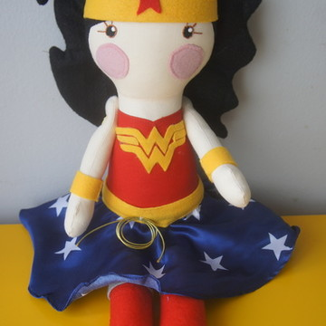 Boneca Serelepe Mulher Maravilha