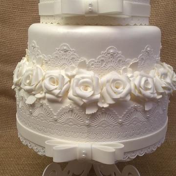Bolo fake branco para casamento