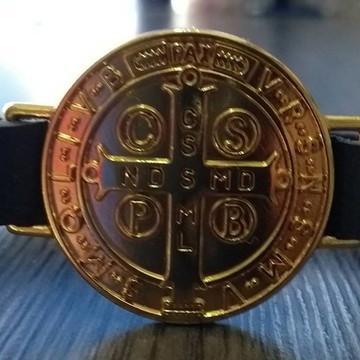Pulseira em Couro com Medalha São Bento